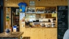 Zona bar della Capanna Monte Bar - Foto FB @Capanna Monte Bar CAS