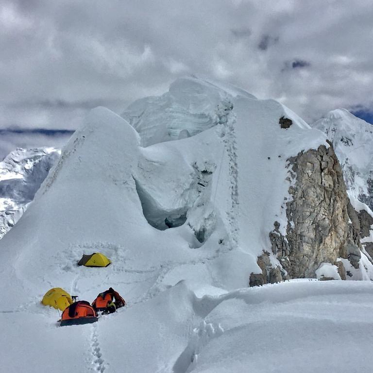 """Photo of Marco Confortola, """"iniziata la caccia"""" alla vetta del Gasherbrum II"""