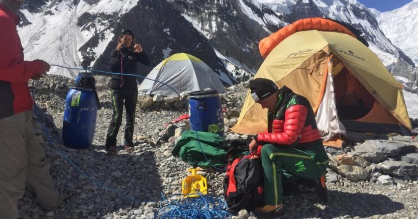 Marco Confortola al campo base dei Gasherbrum