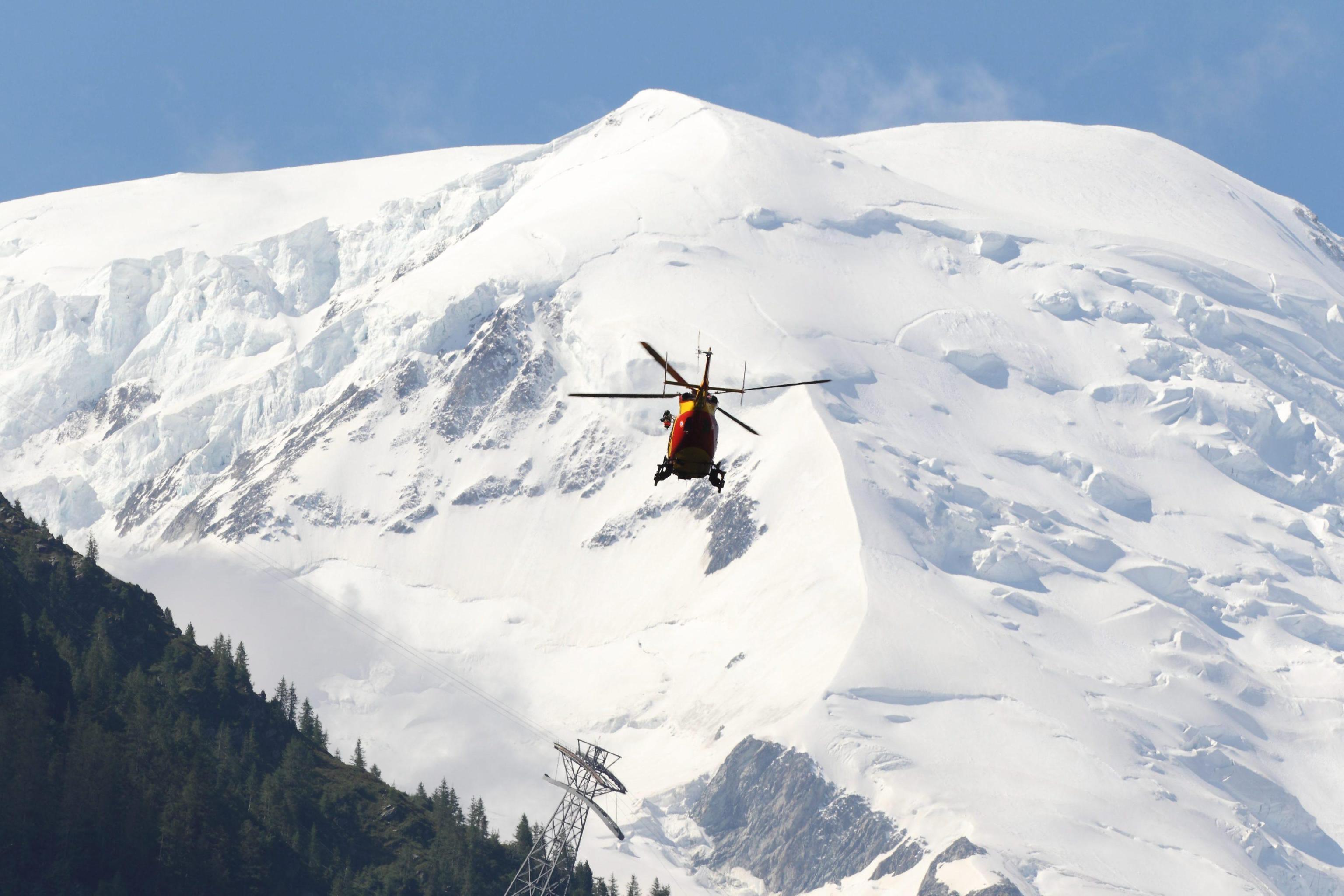Photo of Monte Bianco, incidente sul Mont Maudit. Morto un vigile del fuoco di Genova, ferito il compagno