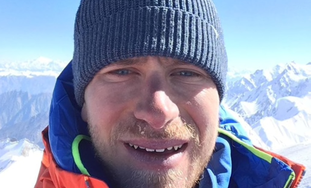 Photo of Simon Messner in vetta al Toshe III, inviolato 6000 nella regione del Nanga Parbat