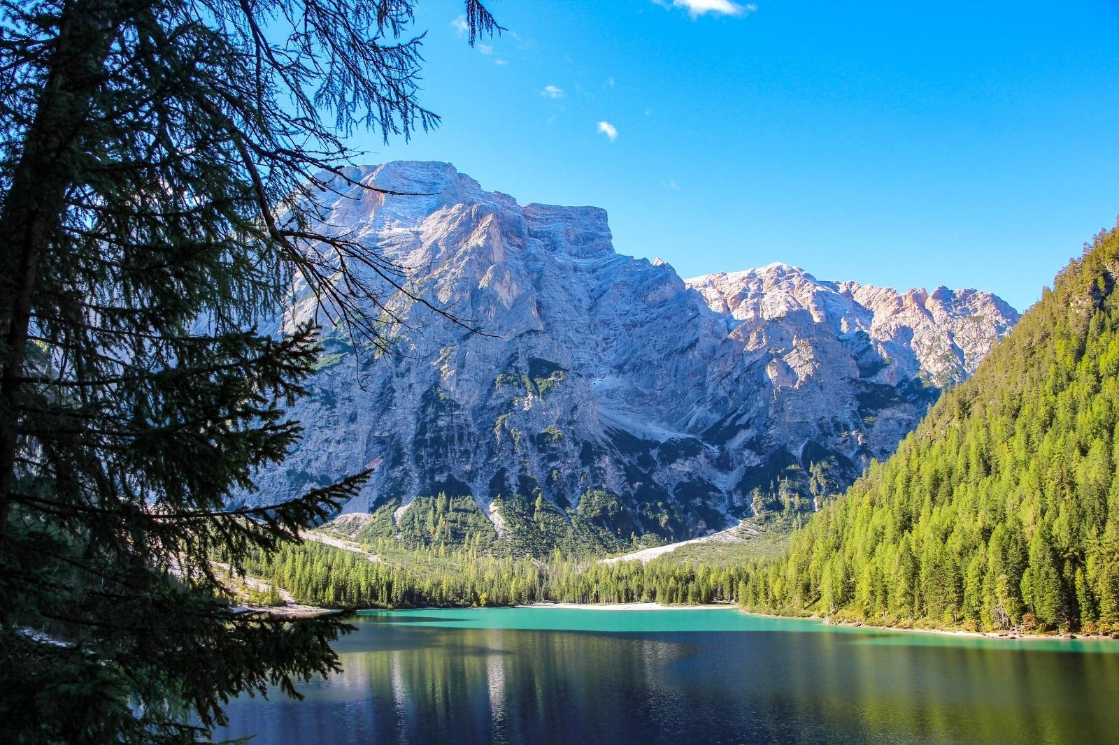 Photo of Lago di Braies, dal 10 luglio stop alle auto per tutta l'estate