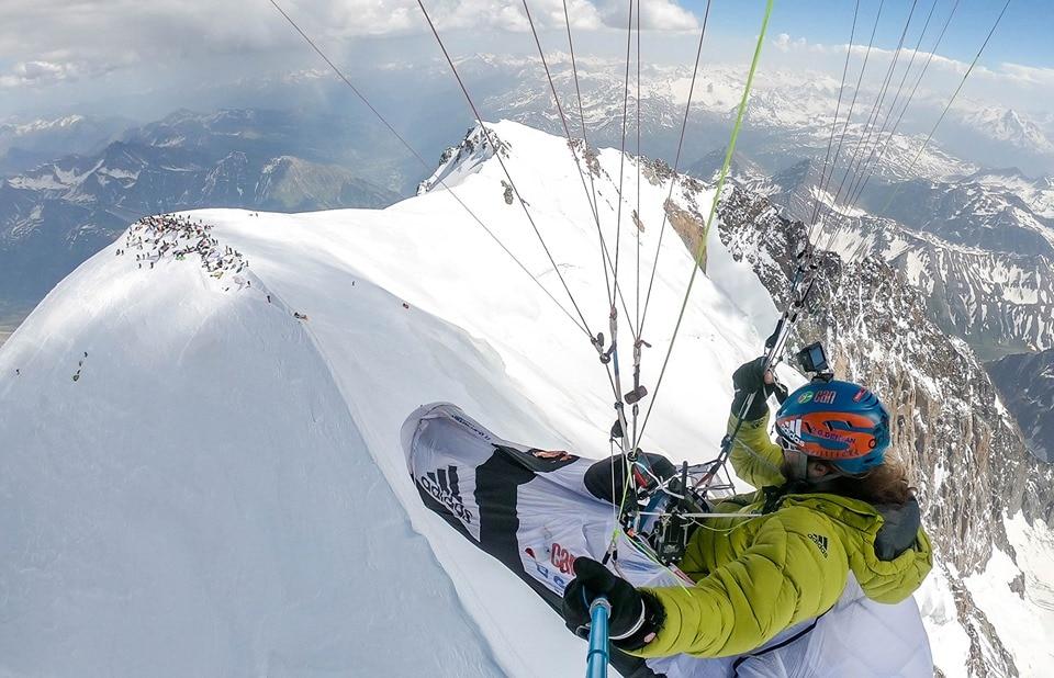 Photo of Monte Bianco, troppi parapendii, la Valle d'Aosta richiede il divieto all'ENAC