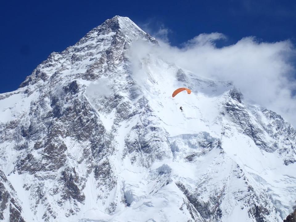 Photo of Il video di Max Berger in discesa con il parapendio da Broad Peak e K2