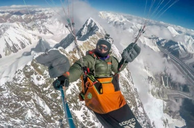flying to 8000 meters, antoine girard, parapendio