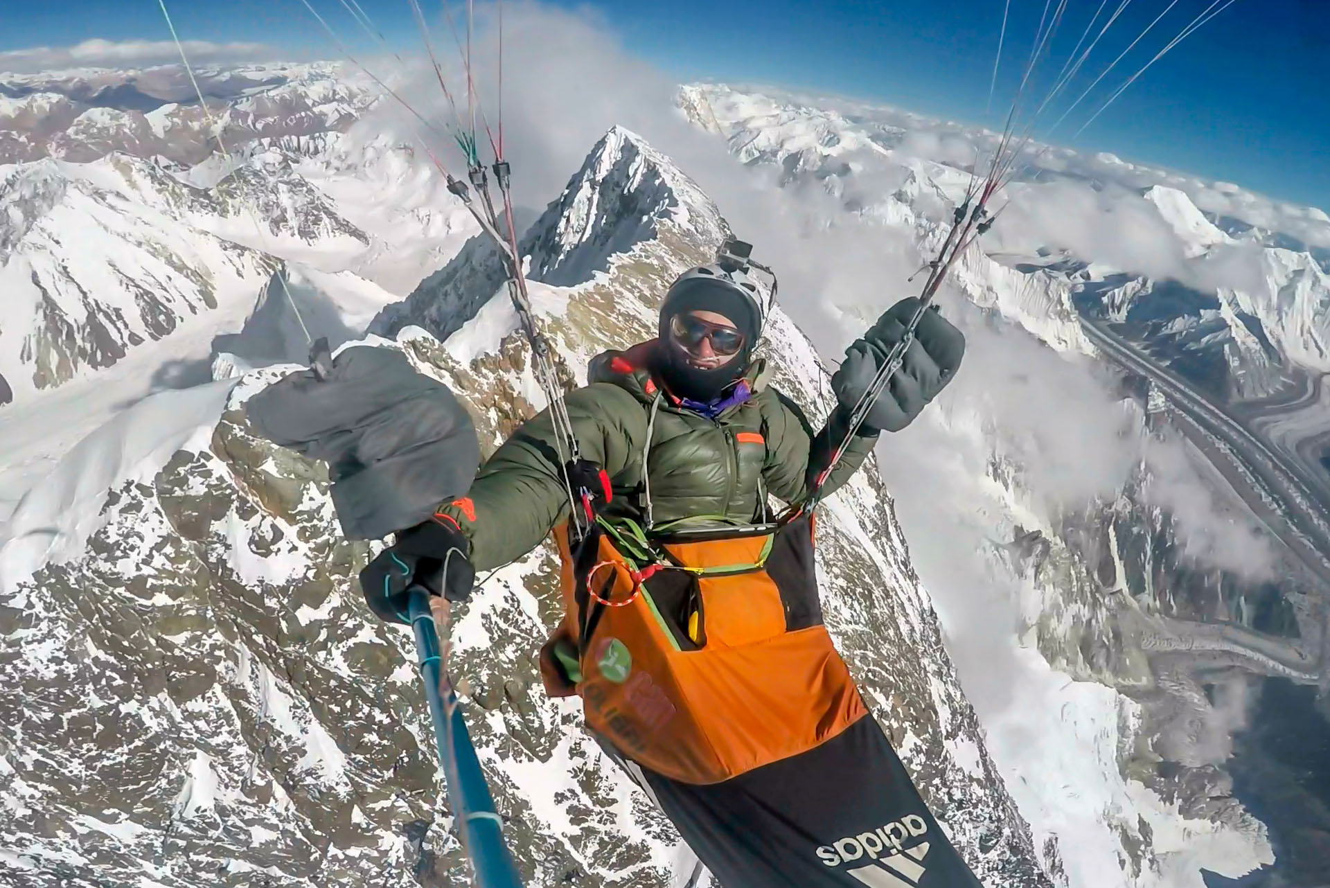flying to 8000 meters, antoine girard, parapendio