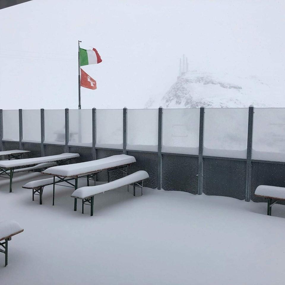 Photo of Maltempo sulle Alpi. I rifugi si risvegliano sotto la neve