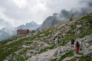 Giorno 3 del Sentiero Roma:arriviamo al rifugio Gianetti, rifugio che ha ospitato miti dell'alpinismo. Foto Va' Sentiero