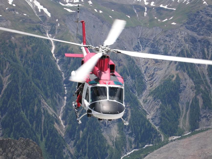 Un elicottero del soccorso alpino valdostano in un intervento