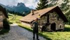Annibale Salsa durante il viaggio lungo le Alpi di Meridiani Montagne.