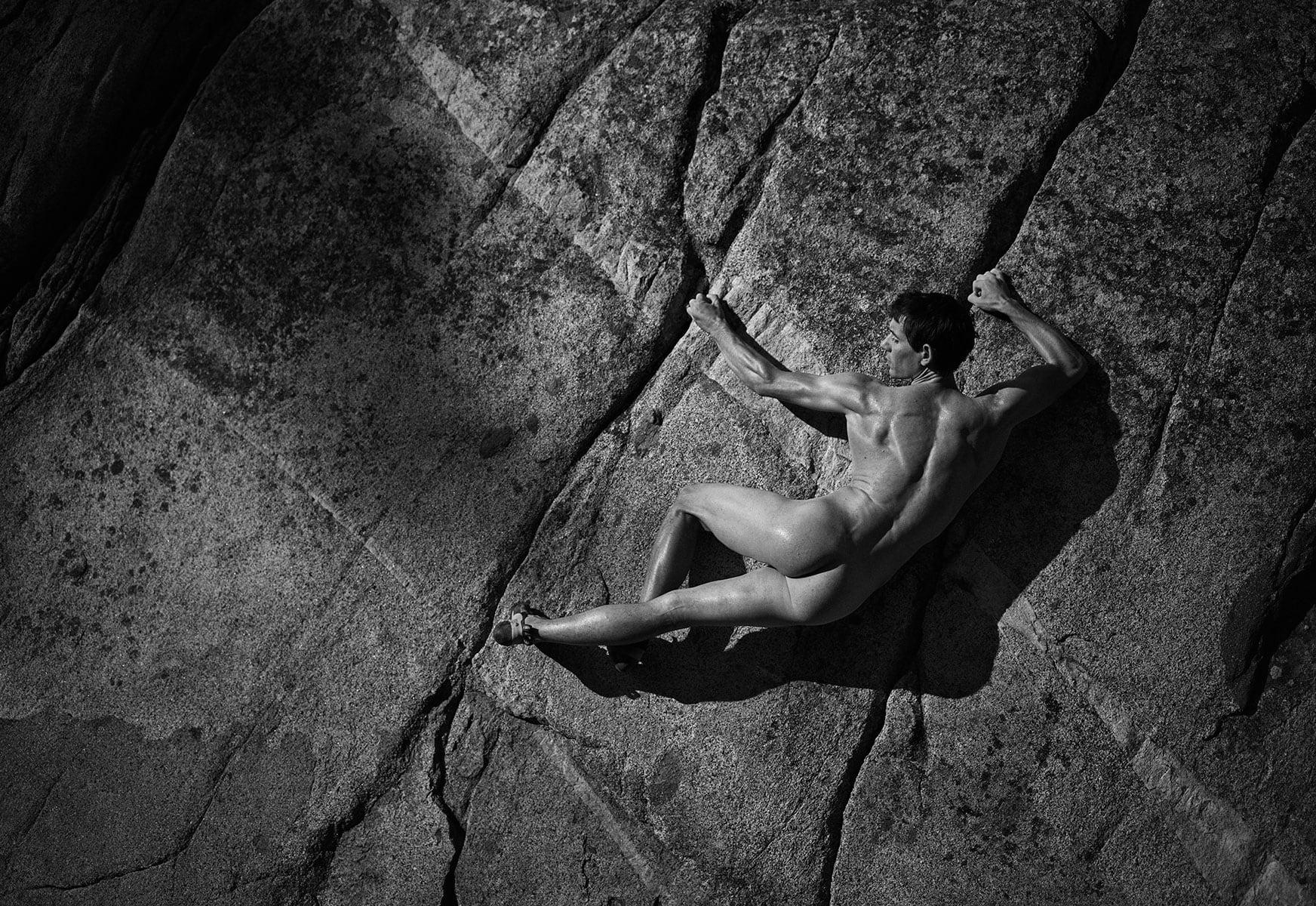 Photo of Alex Honnold si mette a nudo