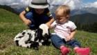 Selfie 5 con pecora - Foto FB @Progetto Pasturs
