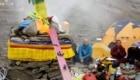 La cerimonia della Purja al campo base del Dhaulagiri. Ad essere benedetti anche gli sci di Cristina Piolini. Foto @ Cristina Piolini