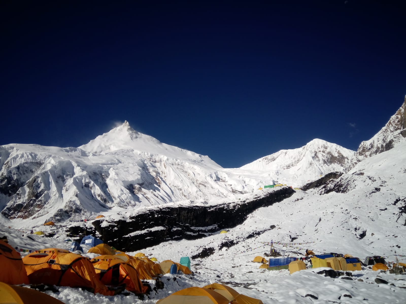 Photo of Manaslu: più di 100 in vetta, inclusa Elisabeth Revol