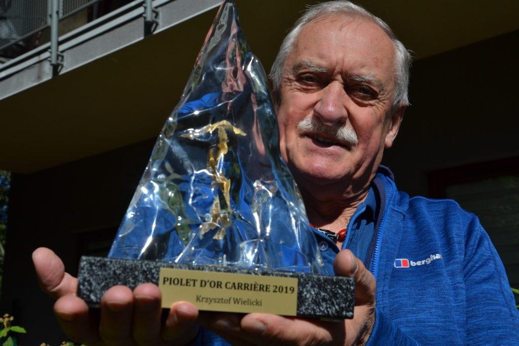 Krzysztof Wielicki con il Piolets d'Or alla carriera. Foto Gian Luca Gasca