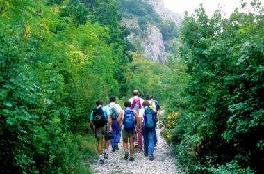 Escursionisti in Val Rosandra