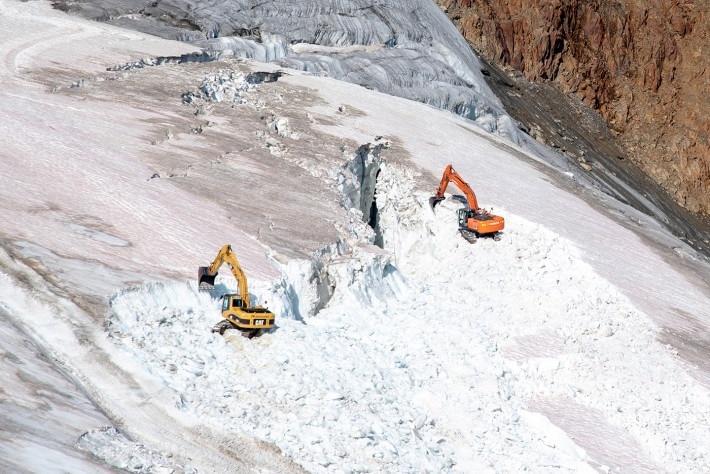 Photo of Austria. Ruspe in azione sul ghiacciaio Pitztal per ampliare piste da sci