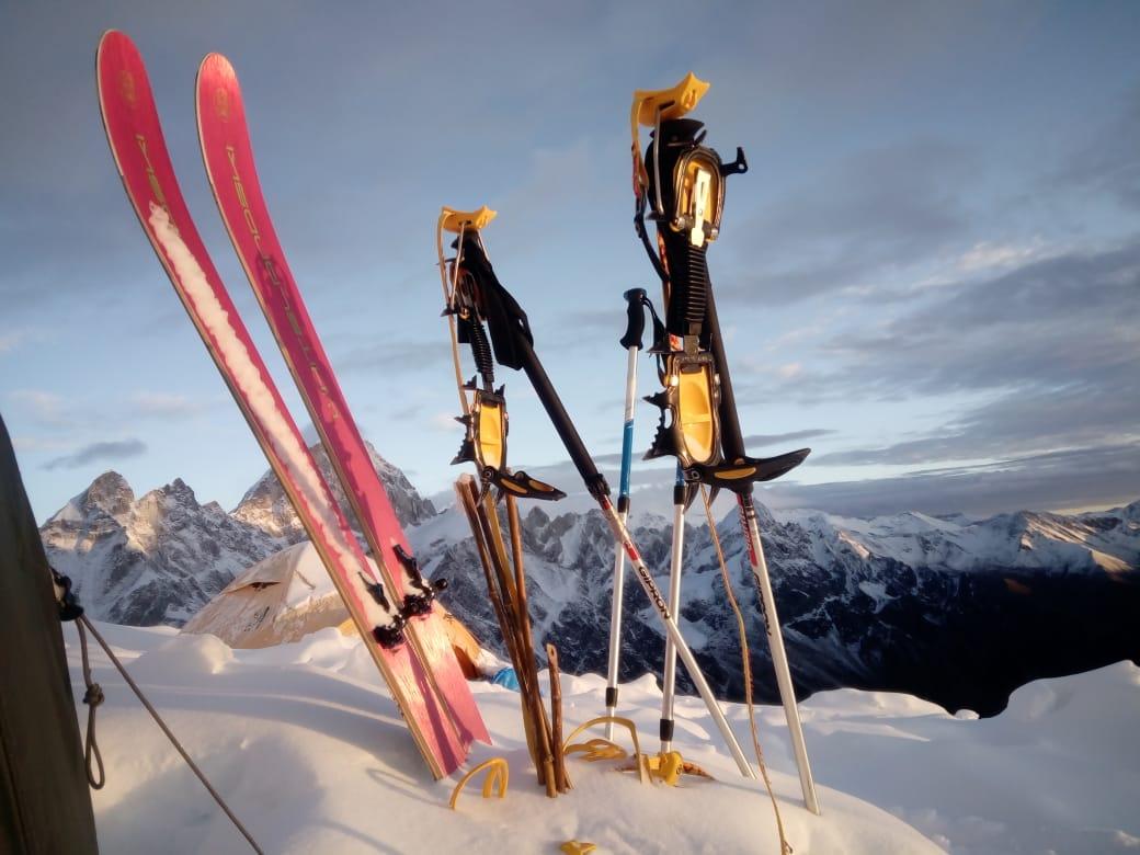 Photo of Cristina Piolini è la prima a scendere con gli sci il Manaslu, il racconto e le foto