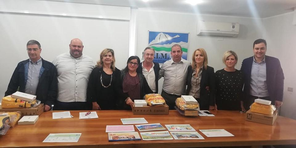 Photo of Consegnati 6 nuovi defibrillatori ai Comuni ai piedi del Gran Sasso