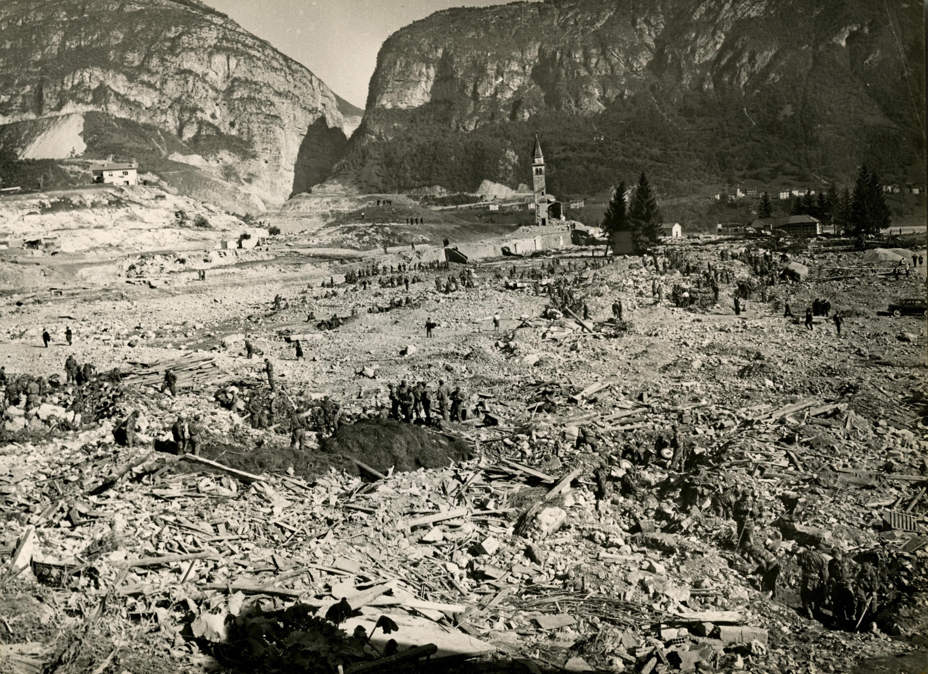Photo of Vajont, una diga e una tragedia da non dimenticare