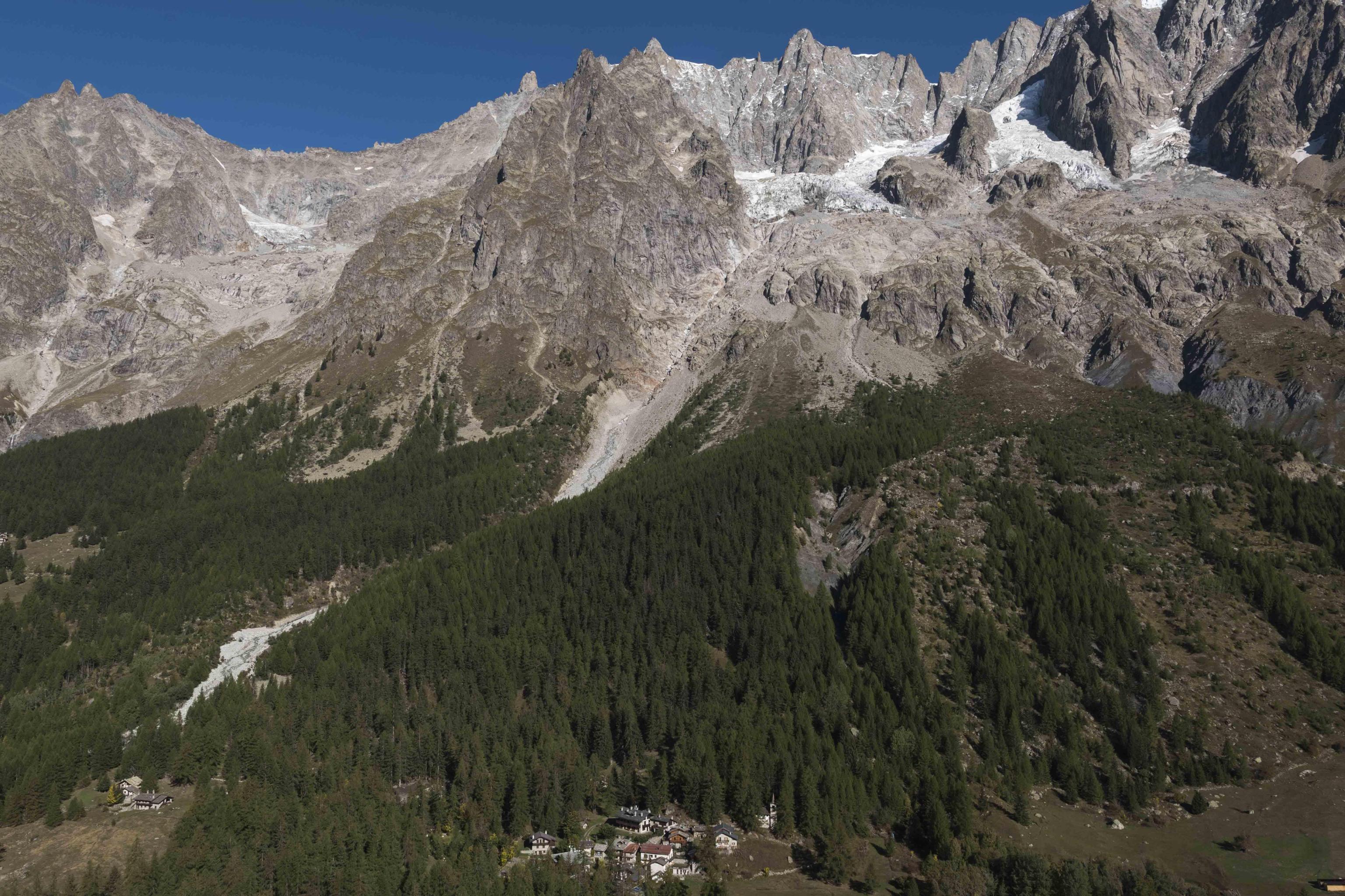 Photo of Cambiamento climatico: la Valle d'Aosta chiede al Governo di riconoscere la particolarità delle Alpi