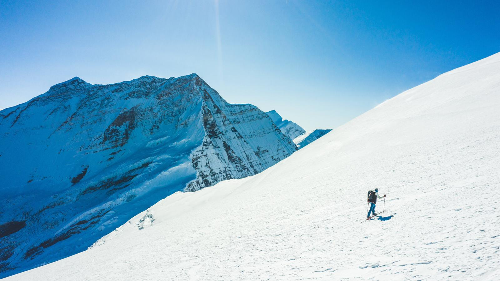 Photo of Benedikt Böhm: sul Dhaulagiri VII in 7 ore e 53 minuti