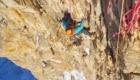 Sulla ripida headwall - Foto FB @Tom Livingstone Climbing