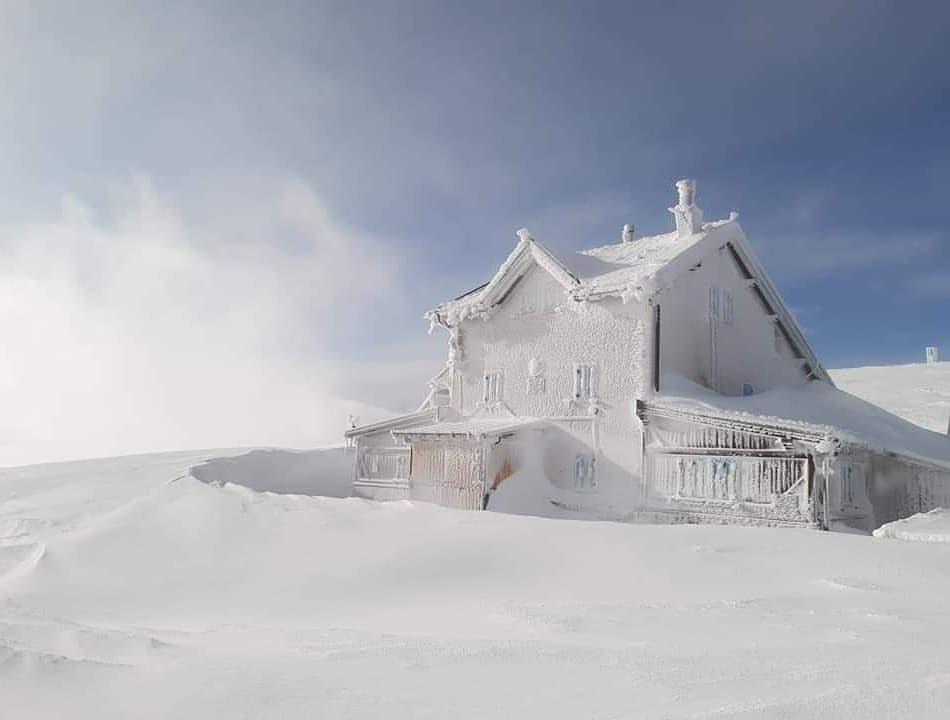 rifugio alpino, neve, ghiaccio