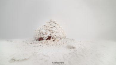 Photo of La magia dei rifugi e bivacchi ricoperti di ghiaccio e neve