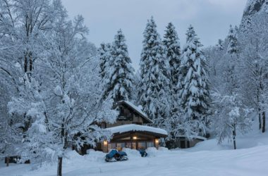 Il rifugio in veste invernale.