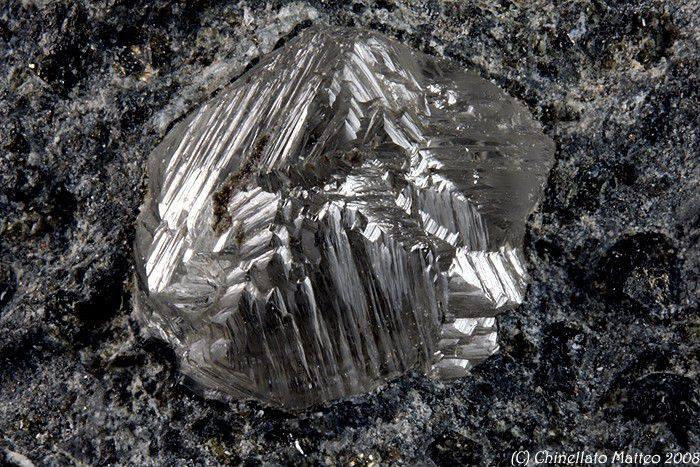 Photo of Dai diamanti delle Alpi nuovi indizi sull'origine della vita