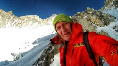Photo of Denis Urubko a C1 con Bowie, 5800m. Moro e Lunger al campo base