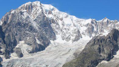 Photo of Monte Bianco, crolla un grosso seracco nel bacino della Brenva