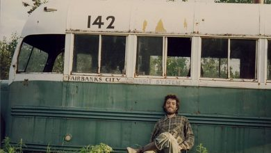 "Photo of Salvati in Alaska cinque escursionisti italiani nei pressi del bus di ""Into the wild"""