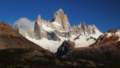 "Photo of Aguja de l'S, Patagonia. Alex Honnold senza corda su ""Thaw's not Houlding Wright"""