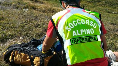 """Photo of """"I nostri medici negli ospedali ad assistere i contagiati, state a casa"""", l'appello del Soccorso Alpino"""