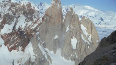 Photo of Il video del crollo di un enorme fungo di ghiaccio sul Cerro Torre