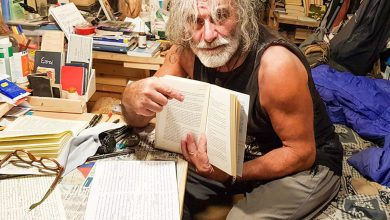Photo of Mauro Corona: nascondiamoci in casa e apriamo un libro