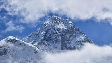 Photo of Everest, la Cina chiude. Il Nepal prosegue dritto e manda gli ice doctor ad aprire la via