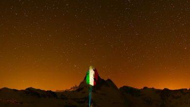 Photo of Il Cervino illuminato con il tricolore