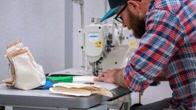Photo of Il reparto di riparazione di Osprey crea mascherine per gli operatori sanitari
