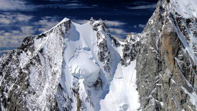 Photo of Cinque francesi in discesa con gli sci sulla Nord dell'Aiguille Blanche de Peuterey