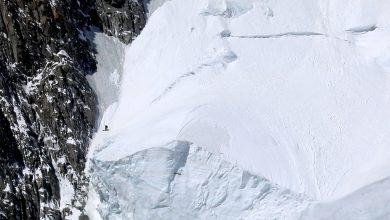Photo of Monte Bianco: Edmond Joyeusaz con gli sci sul seracco della Poire. È una prima