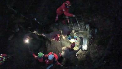 Photo of Dopo due giorni e due notti in salvo lo speleologo bloccato in una grotta del Pian del Tivano
