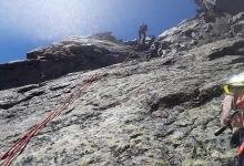 Photo of Parapendista salvato sulla Cresta del Brouillard. Due cordate bloccate sul Monte Bianco
