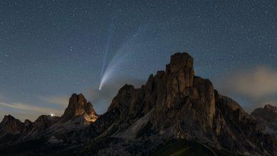 Photo of La cometa Neowise risplende sulle vette d'Italia