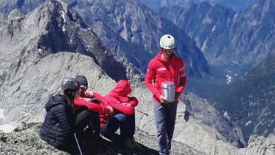 Photo of I Ragni di Lecco disperdono sul Pizzo Badile le ceneri di Matteo Bernasconi