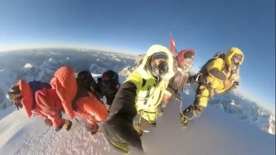 Photo of Il video di vetta dei nepalesi: gli ultimi passi tutti insieme, per mano, cantando l'inno