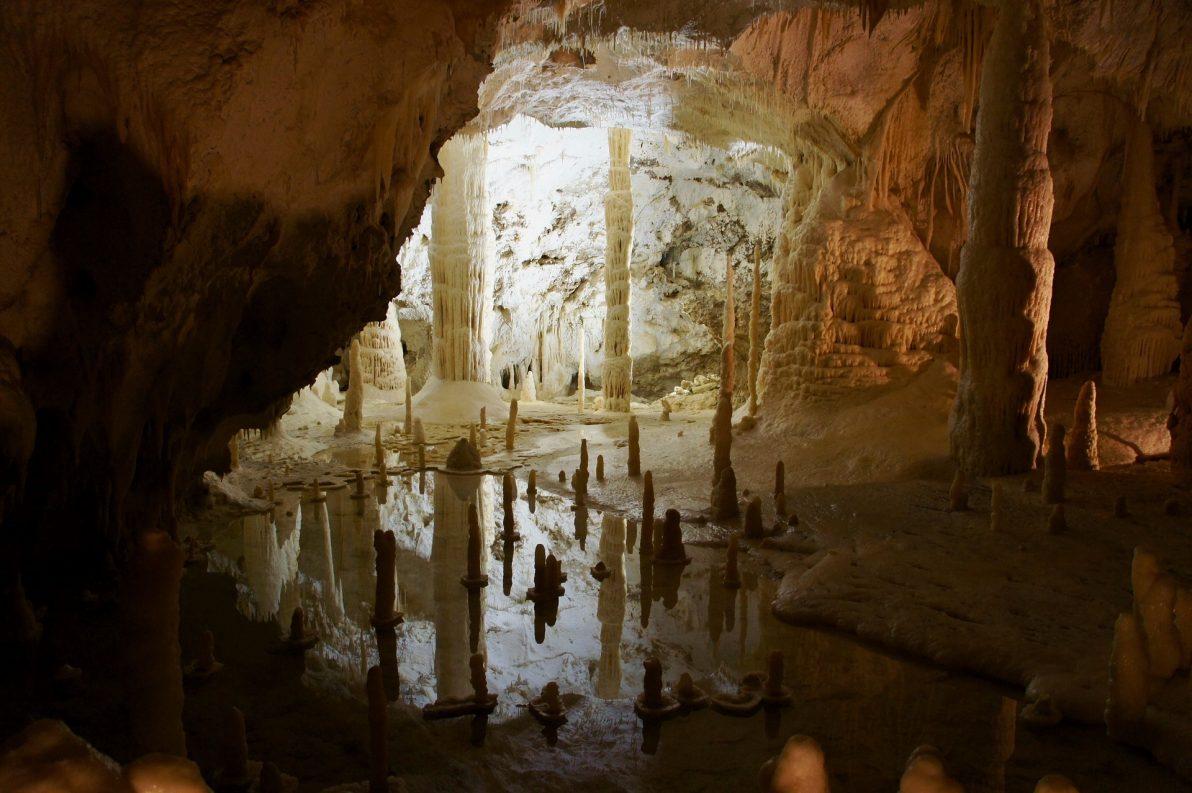 marche, grotte frasassi