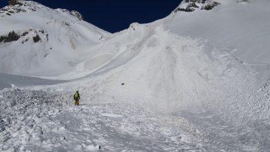 Photo of Col Ferret: valanga travolge scialpinista, sfiorati i due compagni